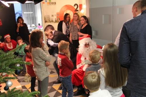 Arbre de Noël chez KIC avec tous les enfants des collaborateurs