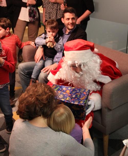 Arbre de Noël c2015 hez KIC avec tous les enfants des collaborateurs