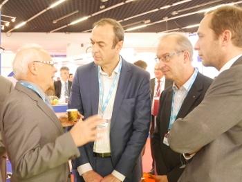 Vincent Ledoux, Vice-président de la MEL pour le développement et Xavier Kieken sur le stand KIC au SIMI 2015