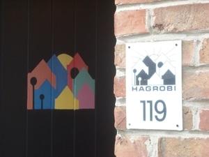 Le logo de l'Hagrobi peint sur la maison commune de l'habitat groupé, part de notre parcours en habitat participatif